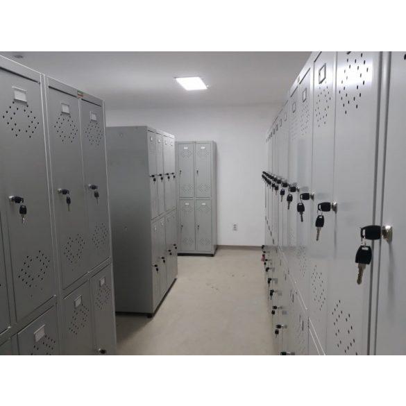 Kronberg LINE IVT-22/4 ajtós öltözőszekrény kulcsos zárral 1830x575x500mm